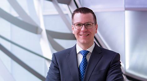 Christoph A. Schön ist Director, Deutsche Bank AG